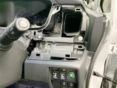 オデッセイの運転席パネルの外し方