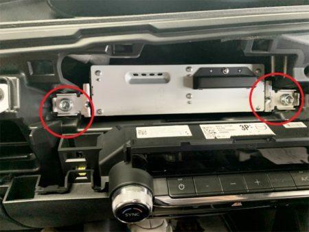 マツダ3のテレビキットUTV414の取り付け方法ユニットの取り外し