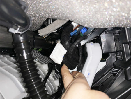 マツダ3のテレビキットUTV414の取り付け方法のポイント