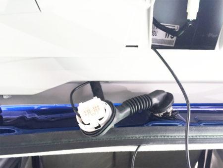 キャストのリアドライブレコーダー配線、リアゲートのチューブ部分