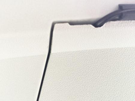 キャストのリアドライブレコーダーの配線のカバーの部分