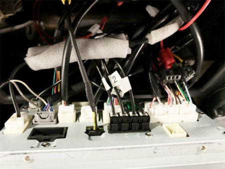 NSZT-W68Tの映像出力カプラーと電源